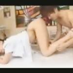 【鈴木一徹女性向け動画】マッサージ師に我慢できずおまんこいじり!激しい手マンに感じまくる!