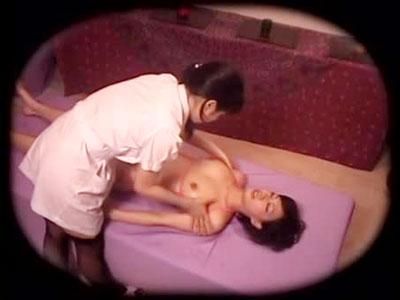 【エステ女性向け動画】店員からまんぐり返しされながらツボを突かれ電マバイブ責めに痙攣しながら絶頂