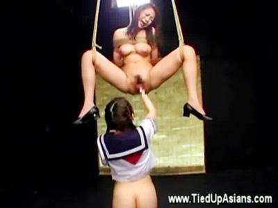 【レズ女性向け動画】制服美少女に緊縛拘束され、電マ責めで潮吹き、フィストファックまでされるSMレズ!