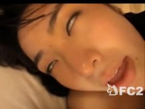 【素人女性向け動画】狂ったように凄い喘ぎ声のお姉さんが白目をむいて感じまくる主観セックス