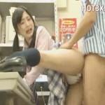 【盗撮女性向け動画】女子校生がバイト先のハゲ店長と休憩中にしていることとは…?!