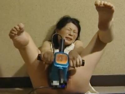 【オナニー女性向け動画】痴女人妻のど変態オナニー、マッサージ機バイブでおまんこが壊れる~!!
