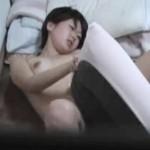 【オナニー女性向け動画】やりすぎるとヤバい…枕にこすりつけ素人のオナニーを盗撮!