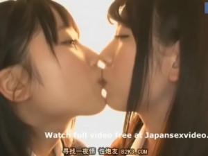 【キスレズ女性向け動画】宮崎あや あおいれな 放課後の教室でジッと見つめ合い愛を確かめるようにディープキスする女子校生カップル…