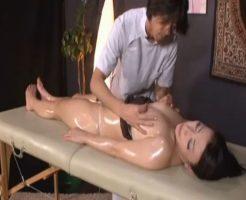 【SEX女性向けAV動画】オイルマッサージに行ったつもりが、施術中にいつのまにか脱がされて・・・?