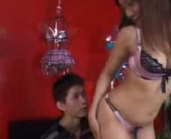 【SEX女性向けAV動画】女性ランジェリーを買いに来たお兄さんをエッチなセールスで接客しちゃう