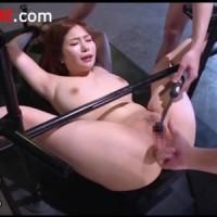 【巨乳女性向け動画】拘束された巨乳お姉さんがおまんこ丸出しでイクまで電マ手マン責め!