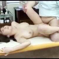 【マッサージ女性向け動画】媚薬で興奮!鬼畜マッサージに何度も痙攣しながらおちんぽイキする人妻