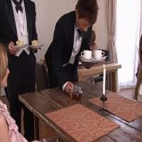 【SEX女性向けAV動画】友達に連れられて訪れた執事喫茶のサービスでマッサージしてもらえることに♥