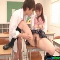 【鈴木一徹女性向け動画】JKがイケメン同級生と3Pセックス。フェラのお返しにねっとりクンニ責め
