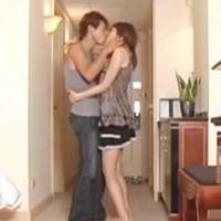 【SEX女性向けAV動画】ガマンできずホテルの玄関でセクロスはじめちゃう仲良しカップル♥